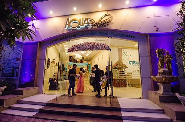 Chương trình Prom Night được tổ chức ở Aqua Palace. Các bạn trong BTC đã rất vất vả để trang trí, chuẩn bị cho đêm quan trọng này.