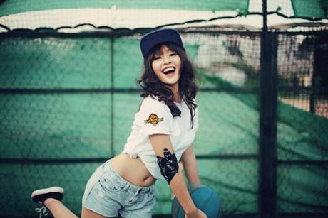 Những bộ ảnh khuất đôi chân quen thuộc của hot girl Sài thành.