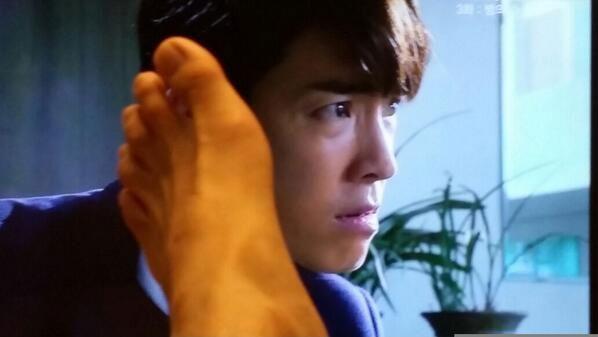 Sau đó anh lại tiếp tục khoe hình vui nhộn cùng với hình ảnh mới của Donghae trên truyền hình