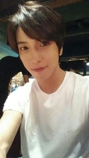 Yonghwa khoe hình từ concert của IU với vai trò là khách mời
