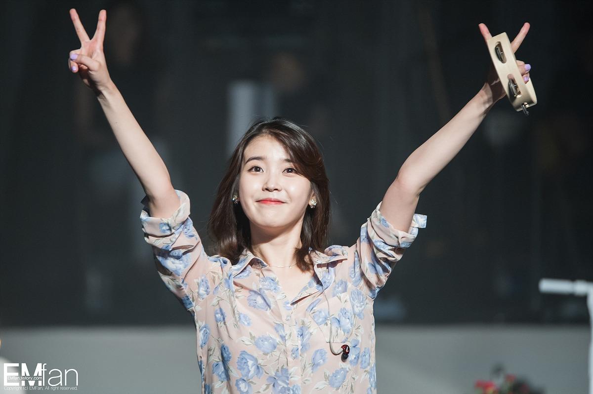 Kim Soo Hyun âm thầm đến xem IU biểu diễn