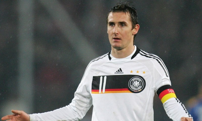 Klose đã ghi được 5 bàn ở mỗi World Cup 2002 và 2006. Số bàn còn lại được ghi tại Nam Phi cách đây bốn năm.