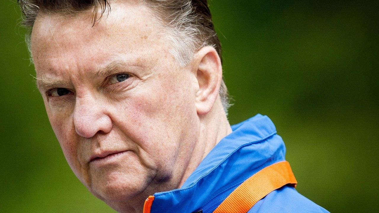 """[Bóng Đá] Chưa về Old Trafford, Van Gaal đã ra uy: """"Đừng ai gây áp lực cho tôi, kể cả Sir Alex"""""""