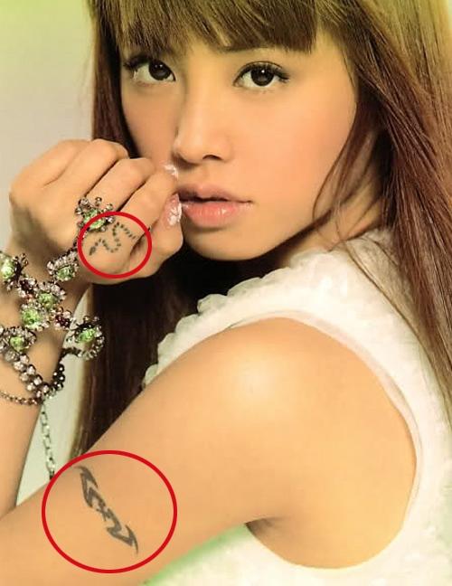 Nữ ca sĩ Thái Y Lâm cho biết hình con dơi bên cánh tay trái là biểu tượng cho sự gợi cảm, quyến rũ ban đêm. Còn mẫu xăm rắn nhỏ nhắn trên ngón tay trỏ bàn tay trái thể hiện tính cách mạnh mẽ, không sợ khó khăn.