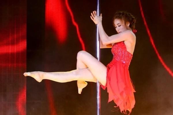 Khác với bạn bè đồng nghiệp, Ngân Khánh đưa múa cột vào cuộc thi Bước nhảy hoàn vũ 2014. - Tin sao Viet - Tin tuc sao Viet - Scandal sao Viet - Tin tuc cua Sao - Tin cua Sao