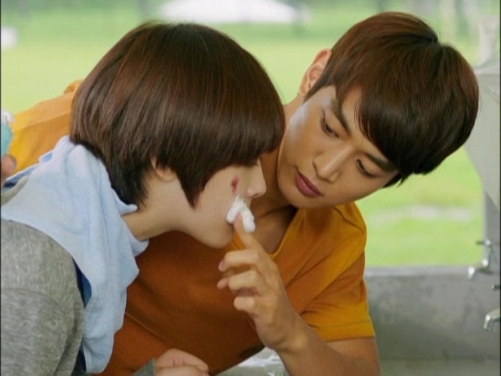 """Thậm chí suy nghĩ kỳ quặc """"Tae Joon thích con trai à?"""" luôn khiến cô vô cùng hoang mang"""