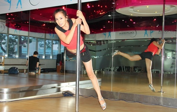 Top 3 của Bước nhảy hoàn vũ năm 2012 -Anh Thư - cũng đưa múa cột vào phần biểu diễn trong đêm thi thứ 4 điệu pasodoble - Tin sao Viet - Tin tuc sao Viet - Scandal sao Viet - Tin tuc cua Sao - Tin cua Sao