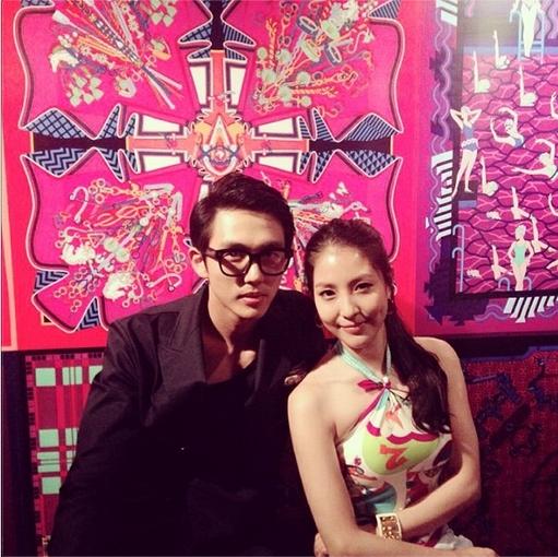 BoA khoe hìnhn quyến rũ chụp cùng Seulong trong một sự kiện