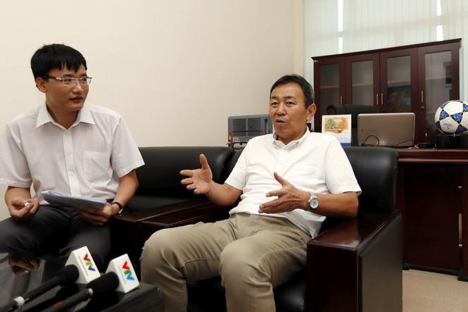 Trưởng giải Tanaka Koji chia sẻ với báo chí