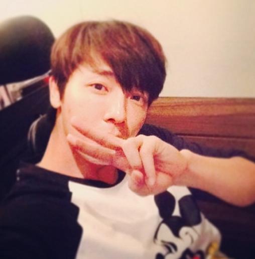 Donghae chúc các fan ngủ ngon bằng hình ảnh siêu dễ thương