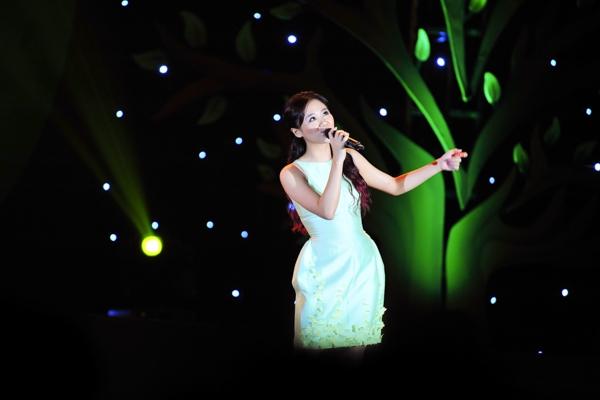 Cô chia sẻ, hát ở những nơi xa xôi, cô cảm nhận được rõ nhất tấm lòng của khán giả dành cho mình. - Tin sao Viet - Tin tuc sao Viet - Scandal sao Viet - Tin tuc cua Sao - Tin cua Sao