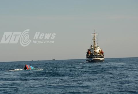 Con tàu ĐNa 90152 TS chìm gần như hoàn toàn