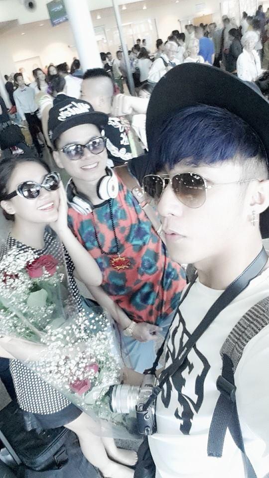 Anh chàng đi cùng Văn Mai Hương và Hoàng Tôn, và hiện đang rục rịch offline fan tại Nga.