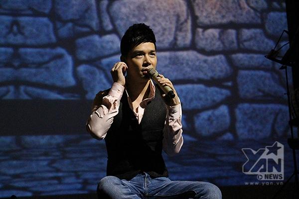 Sở hữu giọng hát ngọt ngào, ấm áp, Nathan Lee thể hiện thế mạnh khi hát các ca khúc nhạc Anh - Pháp trong đêm nhạc Chinh phục đỉnh cao, nhận được sự cổ vũ nhiệt tình từ khán giả - Tin sao Viet - Tin tuc sao Viet - Scandal sao Viet - Tin tuc cua Sao - Tin cua Sao