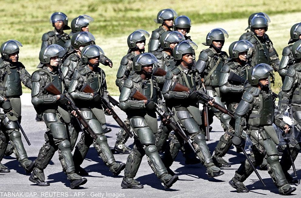 Binh sĩ trang bị những thiết bị bảo vệ an toàn cá nhân