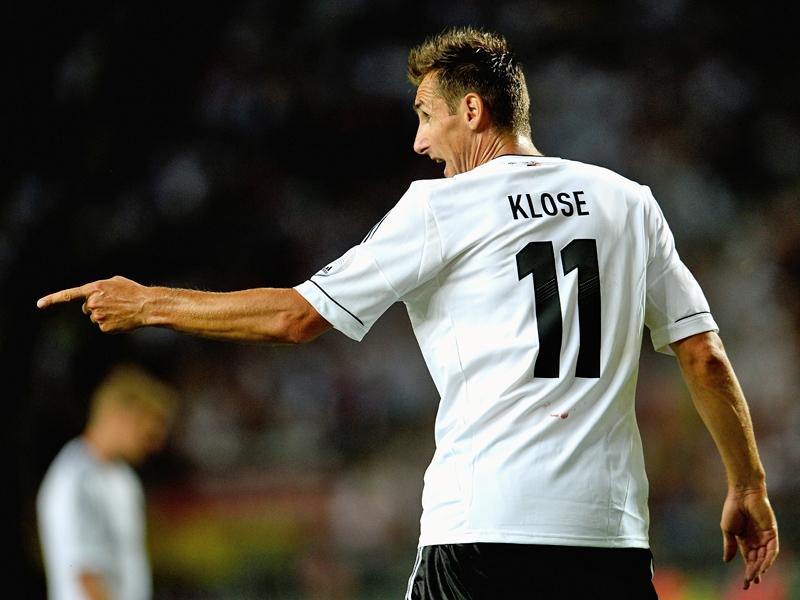 Miroslav Klose phá tan kỷ lục ghi bàn của 'vua dội bom' Gerd Muller