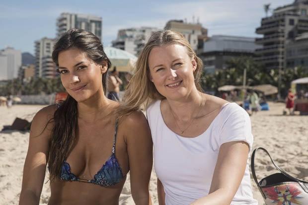 Người mẫu Jasmine Jordao (trái) trông rất hấp dẫn dù đã 30 tuổi