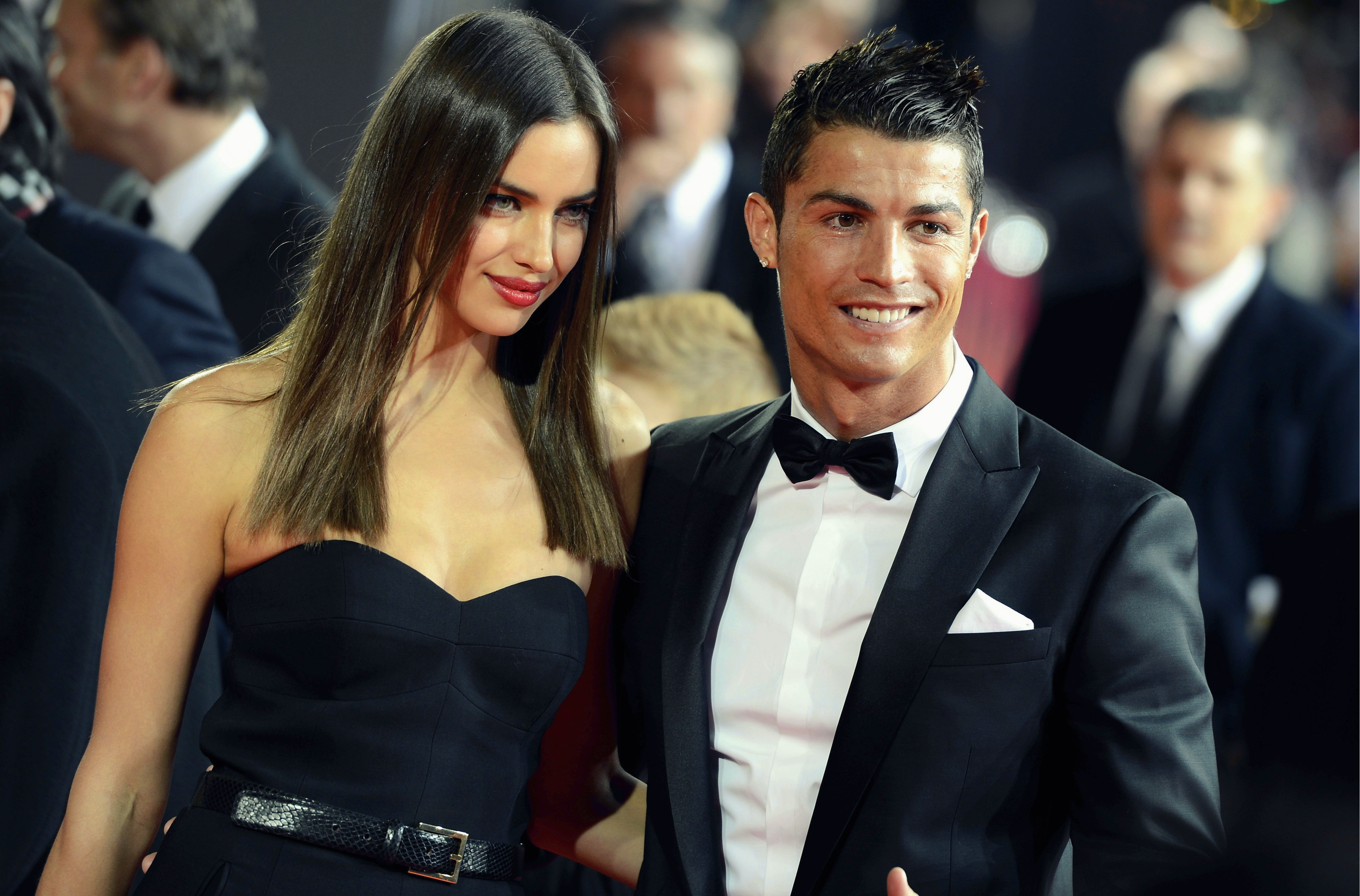 Ronaldo thay đổi hẳn từ khi có con và cặp kè với Irina Shayk.
