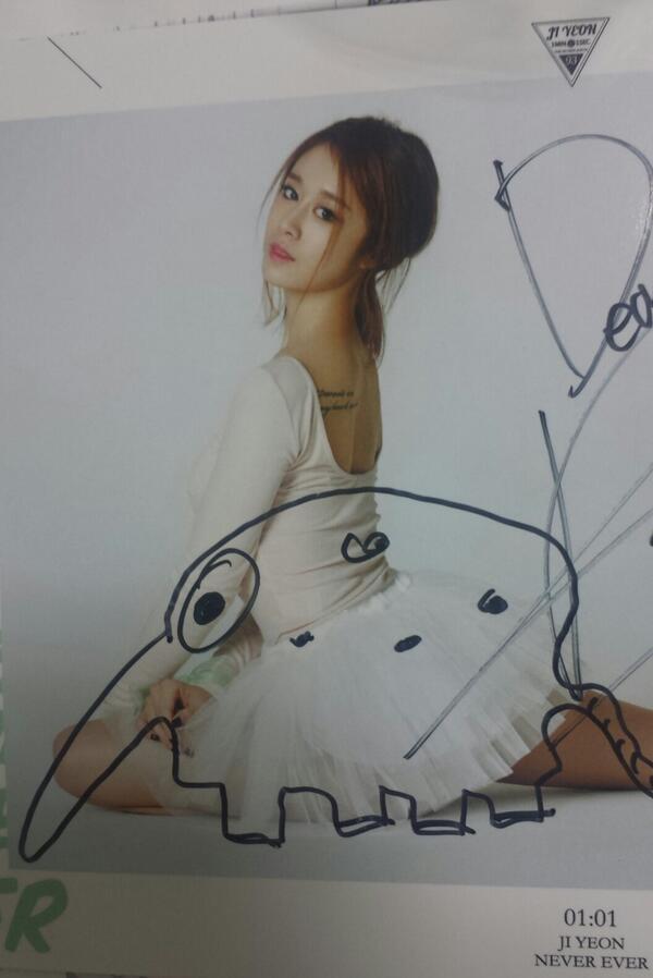 Jiyeon vẽ kiệt tác tặng fan trong trong buổi fansign