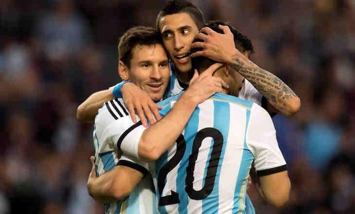 Messi suýt nôn trên sân. Ảnh: AS.