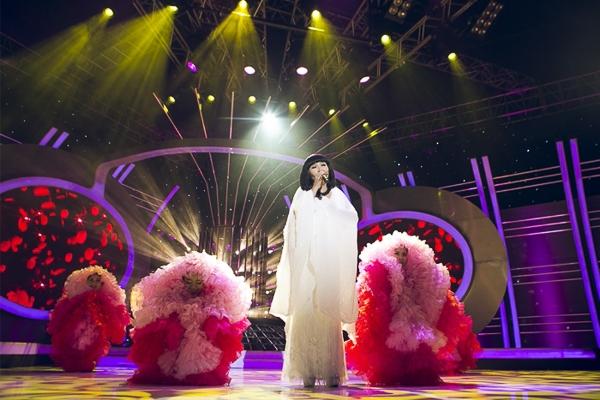 Ngân Quỳnh có một lợi thế khi ngoại hình có nhiều nét tương đồng với ca sĩ Cẩm Vân.