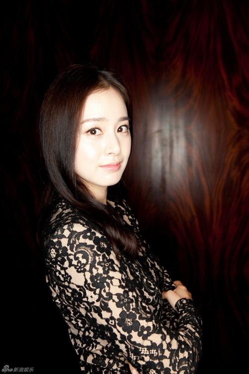 Kim Tae Hee nhận lời chụp hình độc quyền cho trang Sina của Trung Quốc