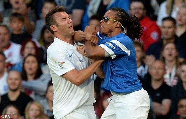 Wilkes và Davids suýt tẩn nhau trên sân