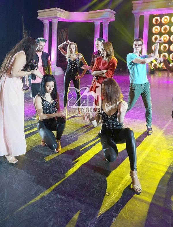 Mỹ Tâm và các vũ công Nga - Tin sao Viet - Tin tuc sao Viet - Scandal sao Viet - Tin tuc cua Sao - Tin cua Sao