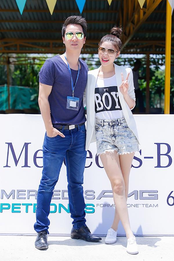 Vợ chồng Đăng Khôi rạng rỡ chụp hình dưới ánh nắng chói chang - Tin sao Viet - Tin tuc sao Viet - Scandal sao Viet - Tin tuc cua Sao - Tin cua Sao