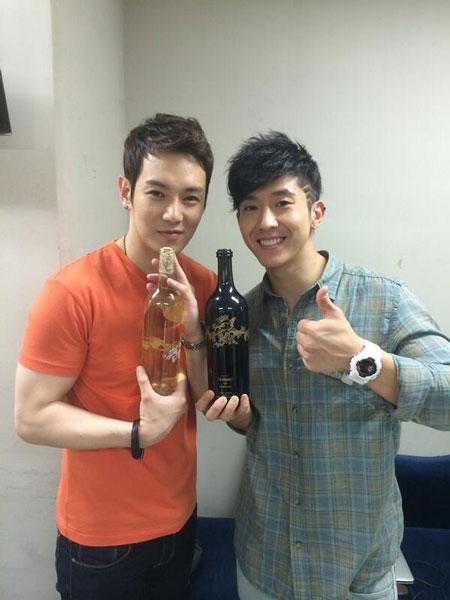 Hwanhee khoe hình cùng Brian và món quà đặc biệt từ Lee Soo Man