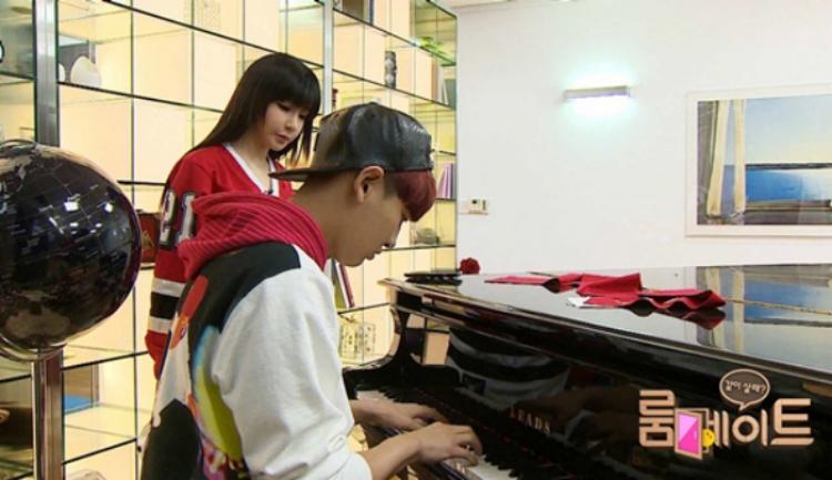 Park Bom rất thích nghe nhạc của EXO