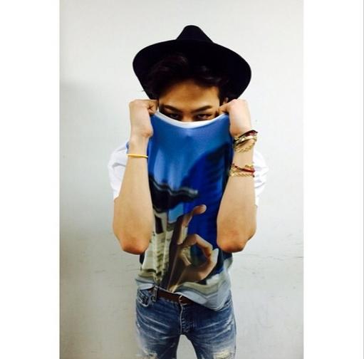 G-Dragon khoe quà của fan tặng