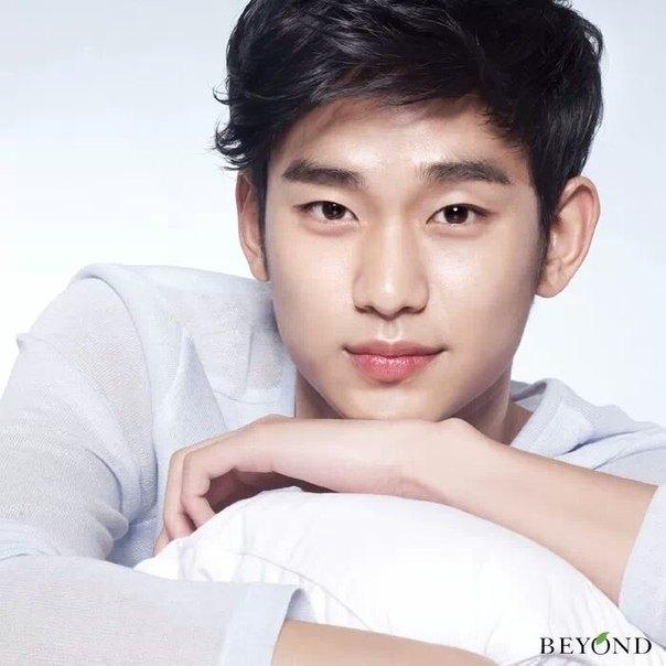 Kim Soo Hyun lạnh lùng trước tin đồn phẫu thuật thẩm mỹ