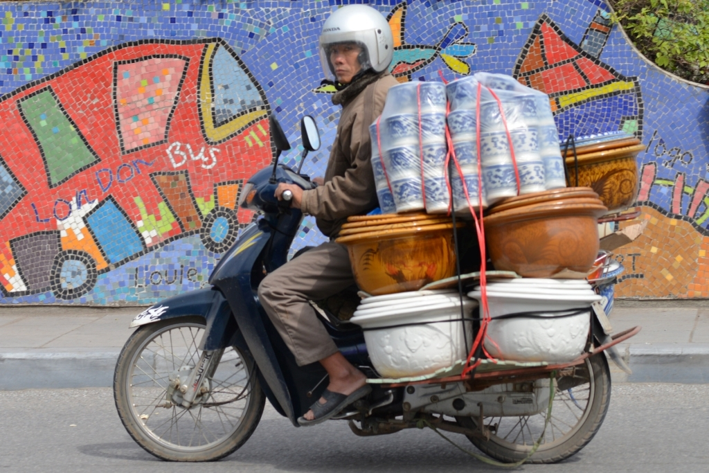 Loạt ảnh Đời thường trên đường Hà Nội khiến nhiều người suy ngẫm