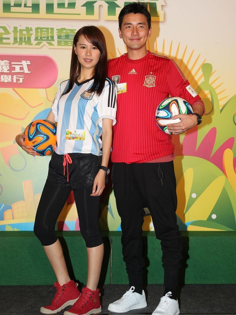 Mỹ nhân TVB dàn cảnh để cầu thủ Man Utd 'sàm sỡ'