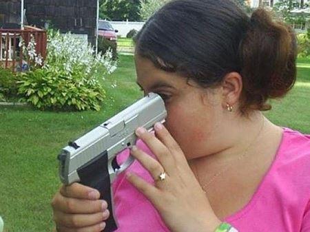 """""""Này, có rất nhiều cách để bạn khám phá một khẩu súng mà?!"""""""