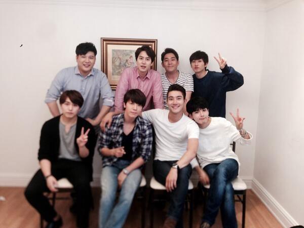 """Siwon khoe hình gia đỉnh chụp chung cùng các thành viên Super Junior với nội dung: """"Yêu các anh em"""""""
