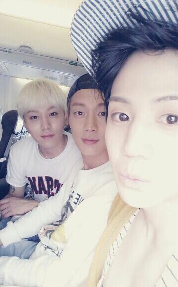Mặt khác, Yoseob cũng đăng tải thêm hình chụp cùng Doojoon và Junhyun