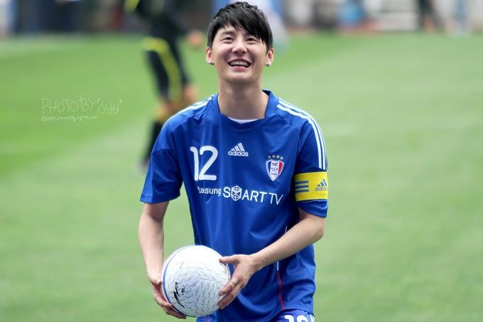 Điểm danh 3 thần tượng đá bóng cừ nhất Kpop