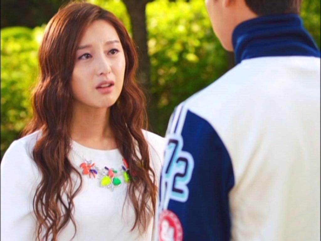 """Ngay lập tức, cô nàng chạy tìm đến Tae Joon và báo cho anh tin """"động trời"""" này"""