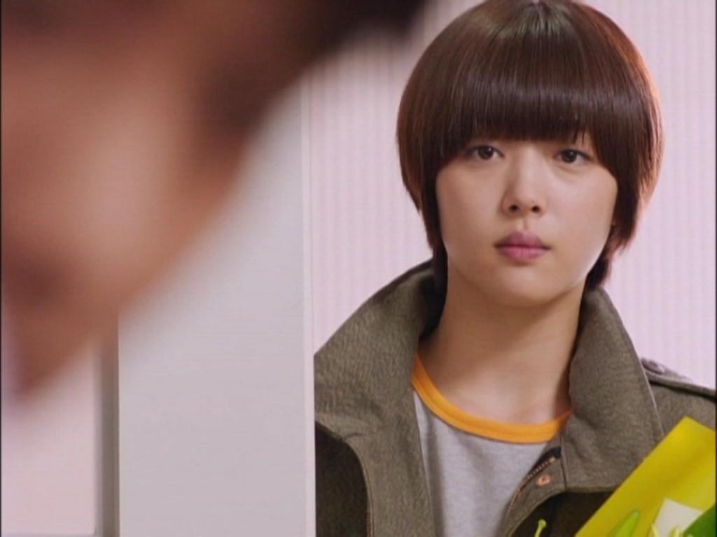 Jae Hee cũng vô cùng khó xử khi chứng kiến cảnh đấy. Cô bạn hiên lành này muốn rời khỏi Tae Joon để giúp Hanna mau hồi phục sau chấn thương,vì nghĩ rằng lỗi cũng chính do mình