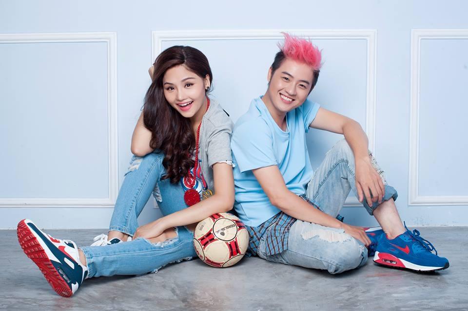 Thanh Duy và Miu Lê đầu tư hẳn một bộ ảnh mừng World Cup