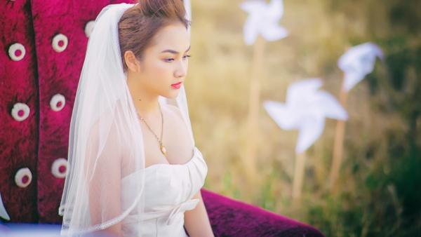 """Ca khúc """"Gió nơi đồng hoang"""" là sáng tác của nhạc sĩ Lương Bằng Quang viết riêng tặng Winny Quyên."""