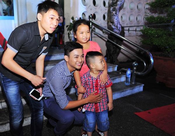 Rất đông khán giả đến cổ vũ cho Hoài Lâm - Tin sao Viet - Tin tuc sao Viet - Scandal sao Viet - Tin tuc cua Sao - Tin cua Sao