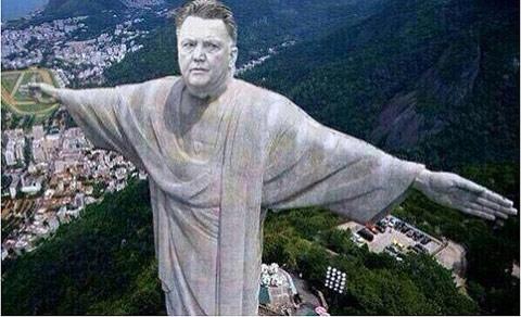 HLV Van Gaal được chế vào bức tượng Chúa Jesus tại Rio