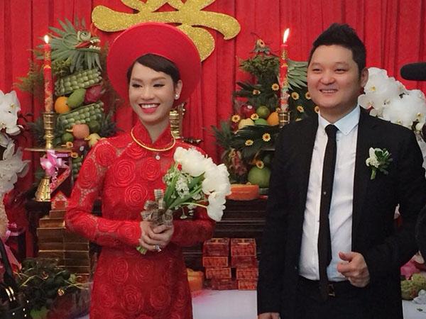 Nụ cười rạng ngời, hạnh phúc của cô dâu, chú rể trong ngày trọng đại. - Tin sao Viet - Tin tuc sao Viet - Scandal sao Viet - Tin tuc cua Sao - Tin cua Sao