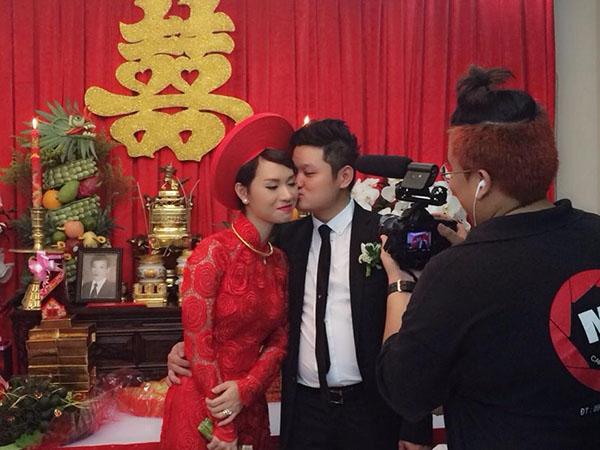 Cả hai tình tứ hôn nhau trước mặt bố mẹ hai bên. - Tin sao Viet - Tin tuc sao Viet - Scandal sao Viet - Tin tuc cua Sao - Tin cua Sao