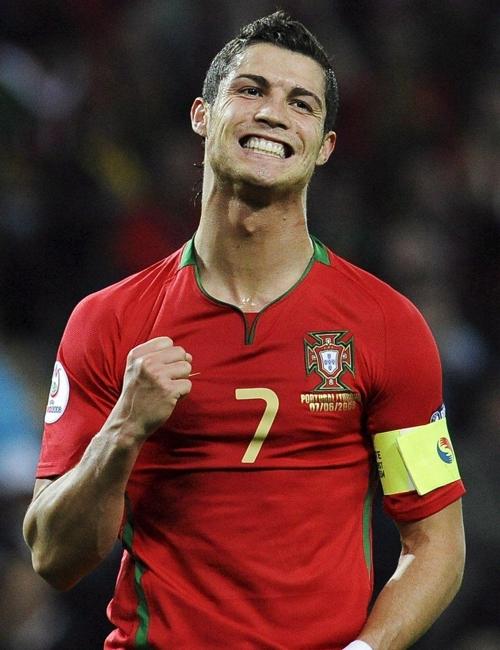 Tiền đạo Cristiano Ronaldo (sinh năm 1985), đội trưởng đội tuyển Bồ Đào Nha và cũng là một biểu tượng thời trang được nhiều người ngưỡng mộ.