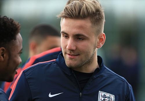 """Hậu vệ cánh trái Luke Shaw (1995) của CLB Southampton mới thi đấu một trận dưới màu áo đội tuyển quốc gia Anh. Nhờ """"tuổi trẻ tài cao"""", Luke Shaw được huấn luyện viên xếp vào đội hình World Cup."""