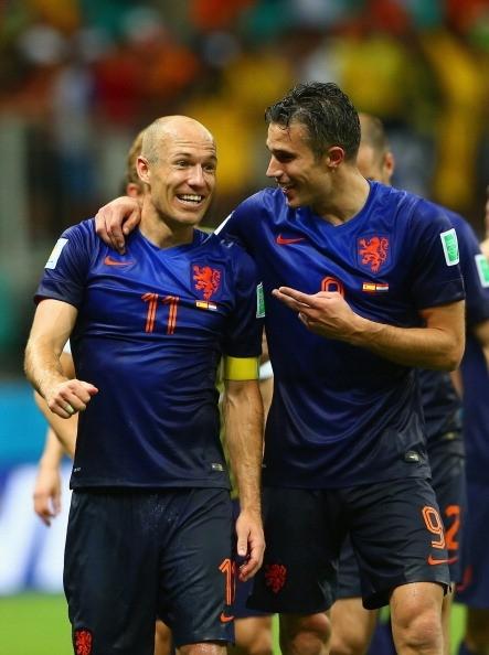 Niềm vui của 2 cầu thủ ghi cú đúp vào lưới Tây Ban Nha